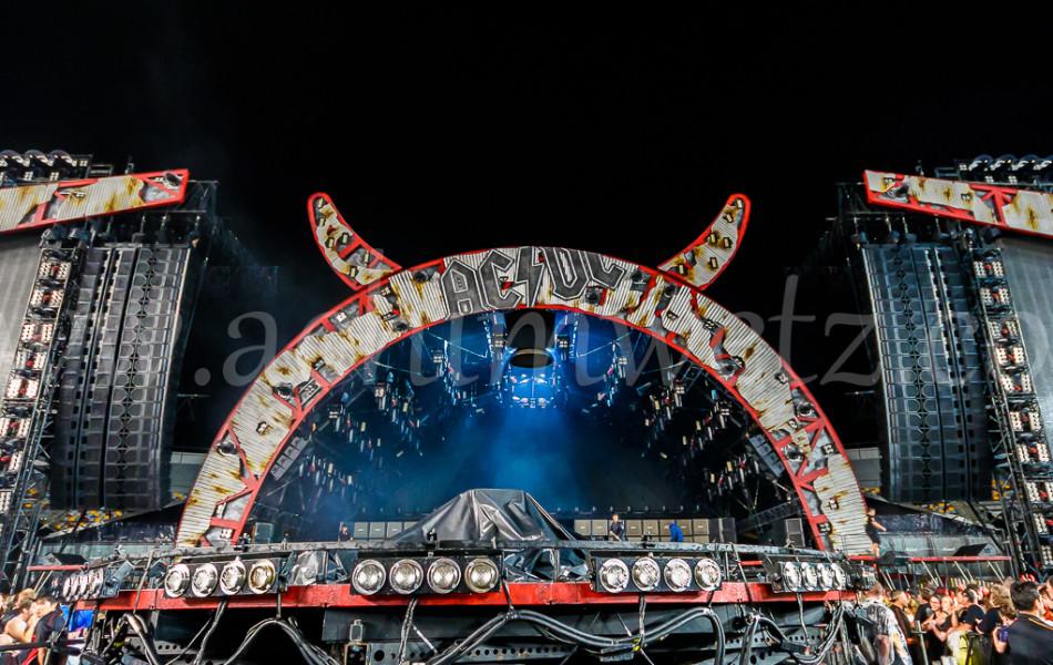 AC/DC Stage 8369