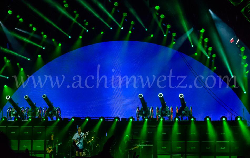 AC/DC Stage 8431